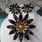 Sarah Coventry - Fashion Petals - 1968 in black vintage brooch pin