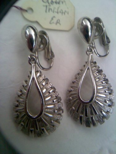 Crown Trifari textured silvertone vintage clip earrings
