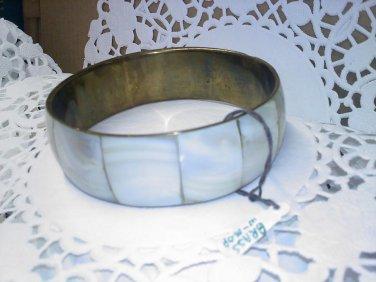 Vintage inlaid Mother of Pearl -MOP- panels on brass bangle bracelet