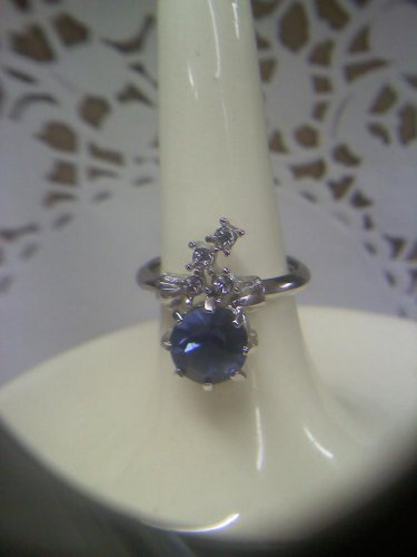 AVON round blue crystal and rhinestones silvertone ring size 6 1/2