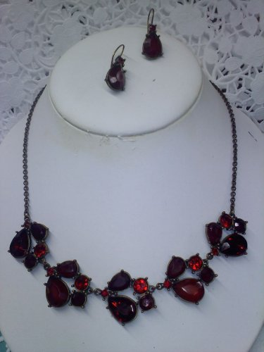 """Avon """"Red Cluster Collar Necklace Gift Set"""" with drop earrings - new in box"""