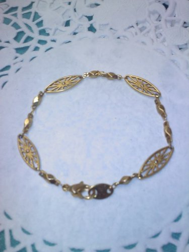Marquise shaped link chain bracelet in goldtone Vintage Avon