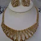 "Vintage Avon ""GILDED MESH"" necklace and clip earrings set in goldtone 1988"