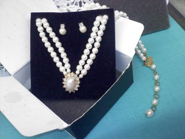 "1995 Avon ""Tailored Elegance Gift Set Pearl"" and rhinestones necklace and post earrings set goldtone"