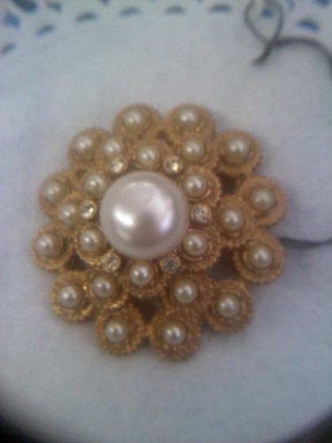Sarah Coventry MOONLIGHT #6814 Faux Pearl Rhinestone Goldtone Brooch Pin 1973