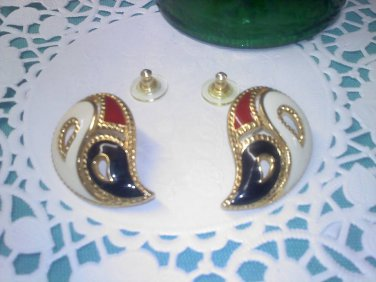 Avon bold pretty paisley enamel vintage pierced earrings on goldtone