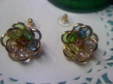"""Avon """"Faceted Petals"""" flower shaped post pierced earrings from 1993 on goldtone"""