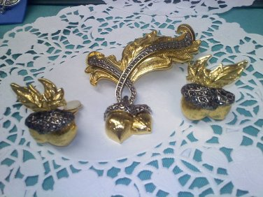 """Avon """"Elegant Acorn"""" from 1994 Vintage faux Marcasite and gold Brooch Pin and Clip Earrings set"""