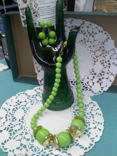 vintage Hong Kong necklace and clip earrings in lime green and gold