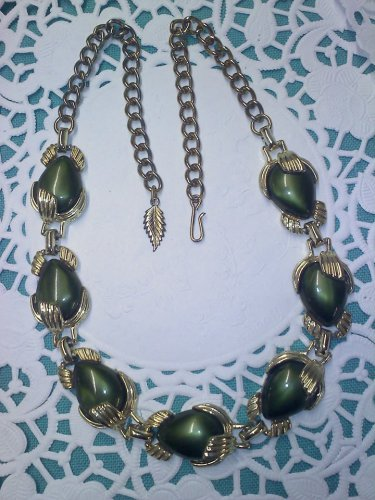 Beautiful, vintage, lustrous deep green Thermoset necklace