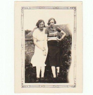 Girlfriends 1930s - Vintage Photograph - Depression Fashion