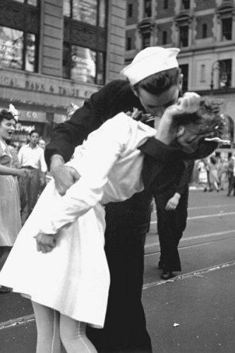 New 5x7 World War II Photo: New York City Celebrating Victory over Japan