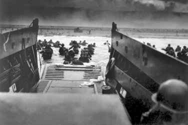 New 5x7 World War II Photo: U.S Solders Landing in France for D-Day Invasion