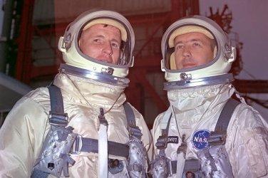 New 5x7 NASA Photo: Astronauts Ed White and Jim McDivitt, Gemini IV Crew