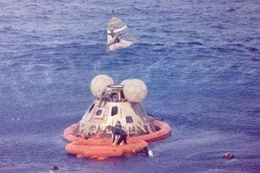 New 5x7 Photo: Apollo 13 Astronaut Crew in Raft after Splashdown, 1970