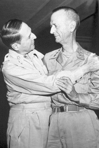 New 5x7 World War II Photo: Generals Douglas MacArthur & Jonathan Wainwright