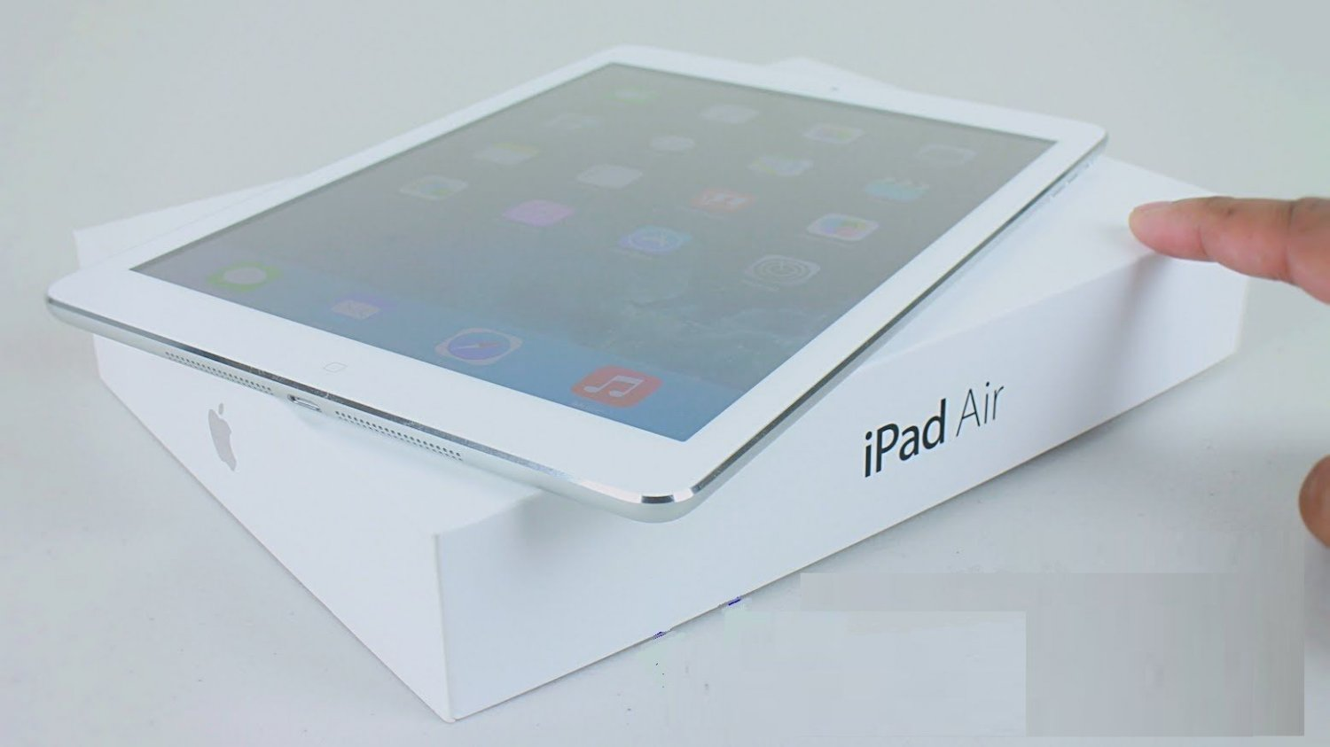 New Sealed Apple iPad Air 16GB Wi-Fi 5th Gen 9.7in White with Silver MD788LL/B