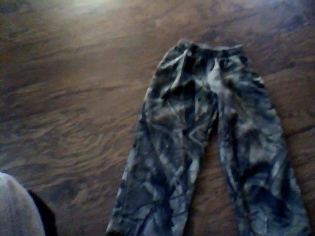Outfitters Ridge girls camo sweat pant size M (8)