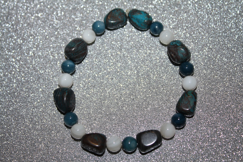 Fresh water pearls and quartzite