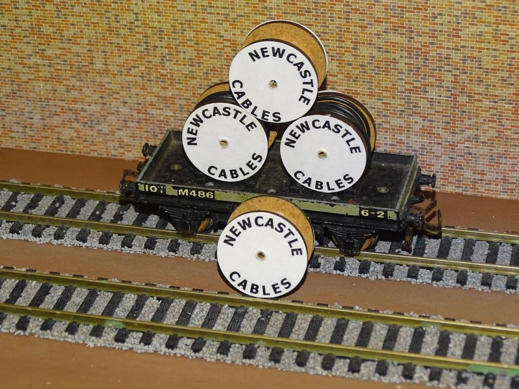 Newcastle Cable Drums OO Gauge Set of 4 + FREE Bolted Pack Wagon Loads #2039
