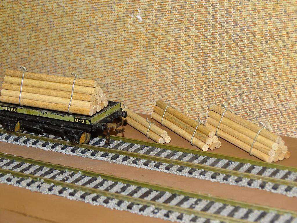 Log Piles OO Gauge Wagon Loads 4 Sets x4 Sizes + FREE Advertising Signs #2042