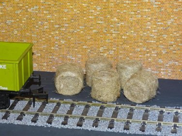 Straw Hay Bales Realistic O Gauge 2 Packs Wagon Loads + FREE Scale Chart  #2060