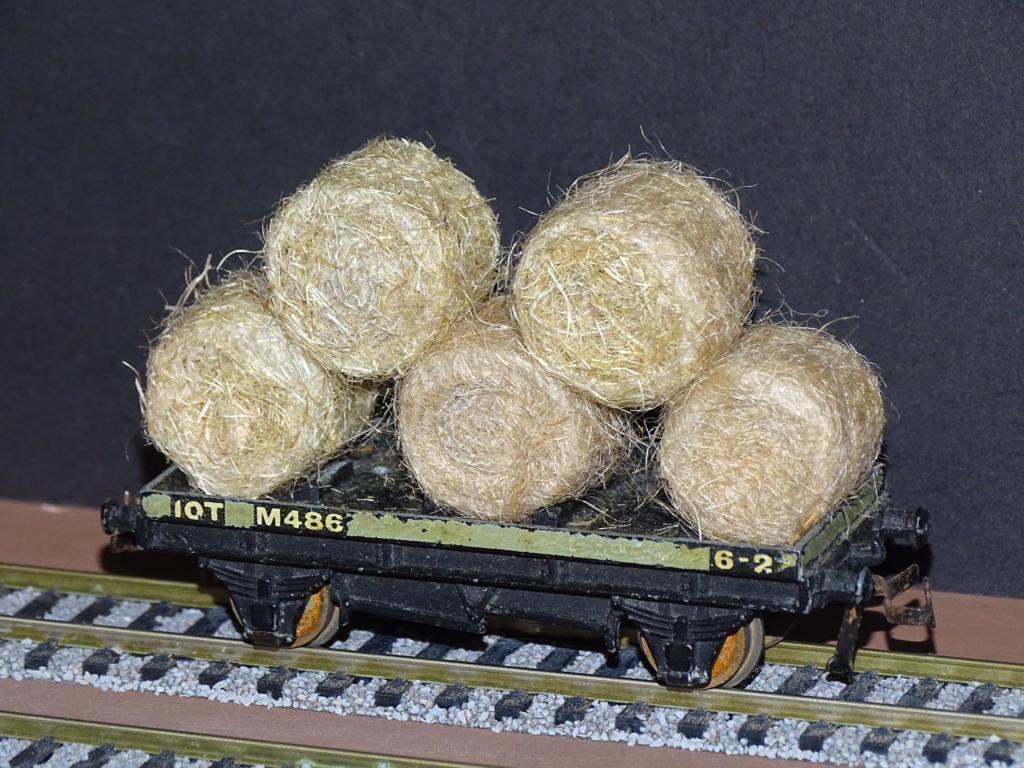 Straw Hay Bales Realistic OO Gauge 2 Packs Wagon Loads + FREE Scale Chart #2059