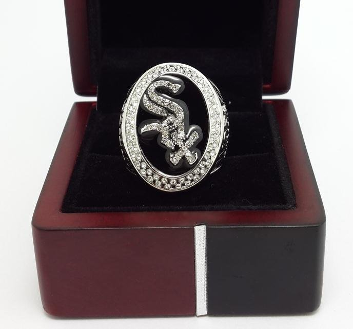 2005 Chicago White Sox World series championship ring MLB Baseball size 9-13 US with wooden box