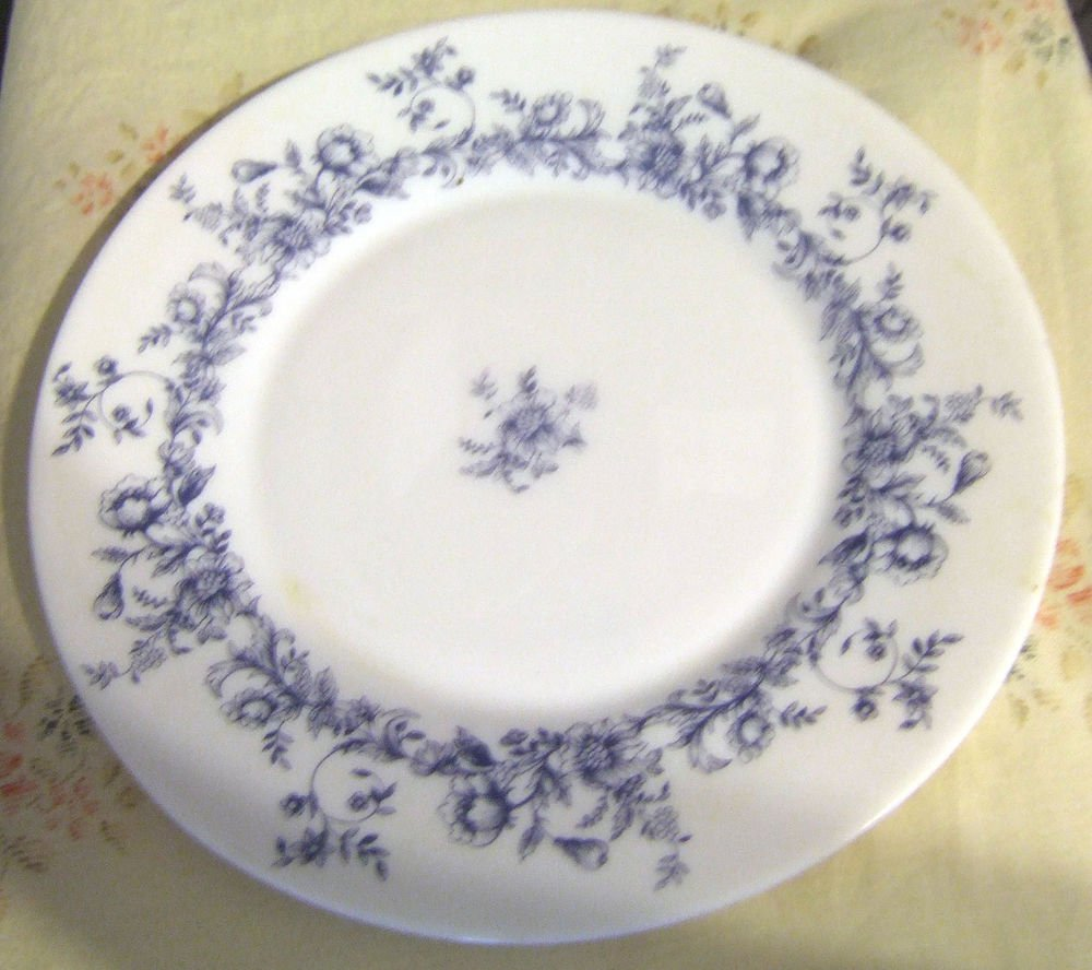 """Arcopal Glenwood Salad Plate 7.75"""" White and Blue Floral - Discontinued"""