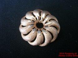 Trifari Pin Gold Tone Round Circle 1 3/4 inch our178.f