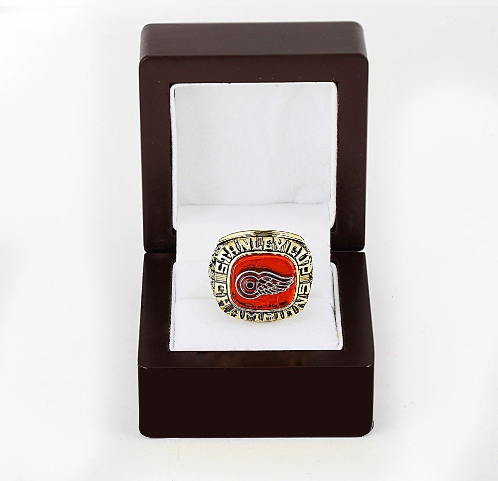 1997 Detroit Red Wings NHL CHAMPIONSHIP RING 10-13 size +wooden case