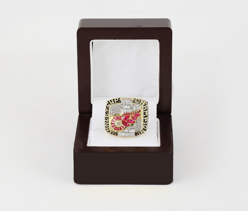 2002 Detroit Red Wings NHL CHAMPIONSHIP RING 10-13 size +wooden case
