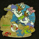 90368 Disney 2011 HKDL Mystery Tin Pin Golden Beach Coll - Donald & Daisy