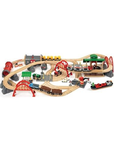 Brio Deluxe Railway Set by alextoys