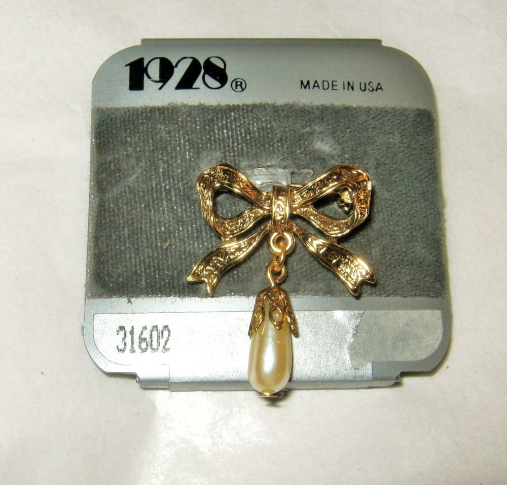 """1928 engraved Gold tone faux pearl 1"""" x 1.25 small bow brooch pin USA"""