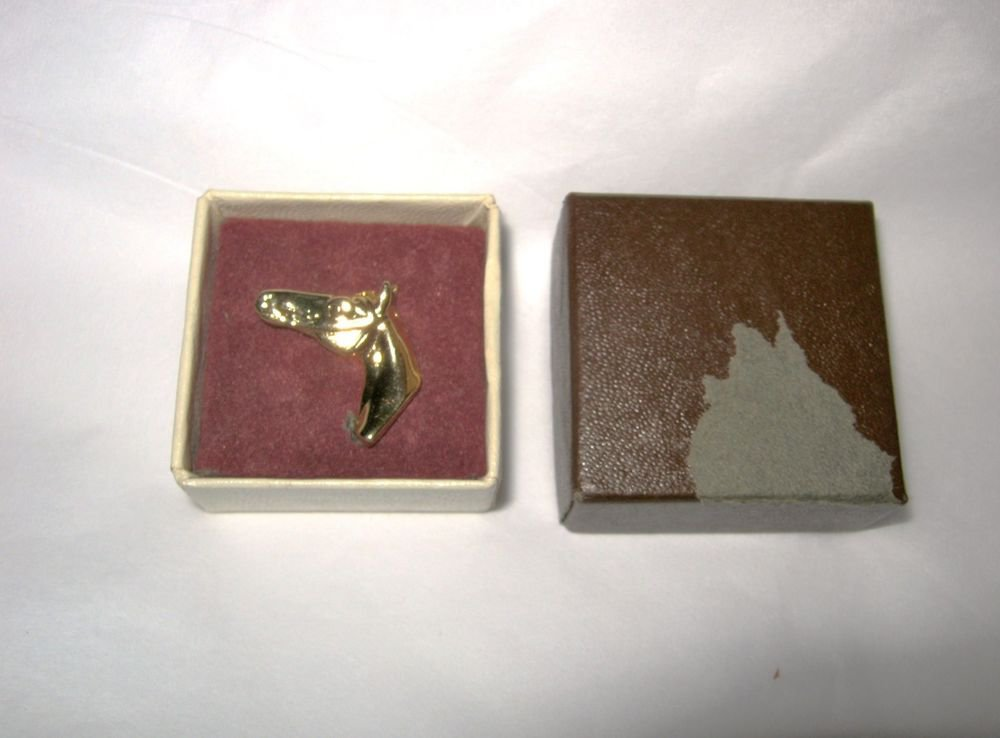 """VTG Horse Head equine gold plated lapel pin 1""""  boxed"""