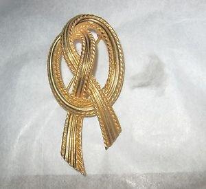 "VTG Crown Trifari 2.5"" goldtone Ribbon brooch Excellent Condition"