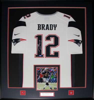 Tom Brady New England Patriots signed jersey frame white