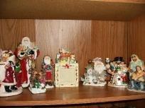 EIGHT PIECE CHRISTMAS DECORATION LOT