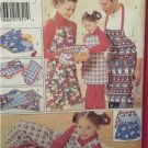 Butterick Sewing Pattern 4119 Christmas Gift Pack Aprons Mitt Napkins Uncut