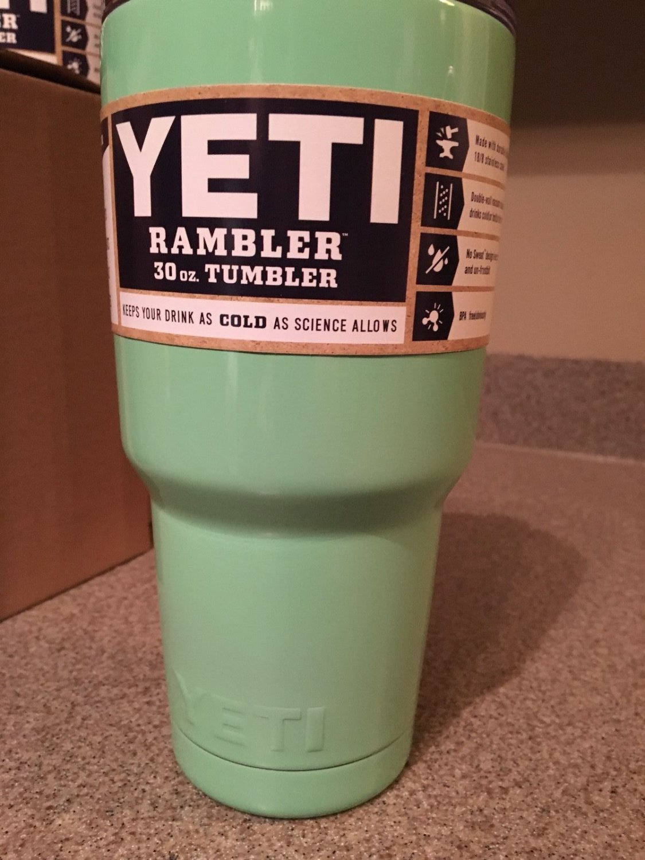 YETI Rambler 30oz �Custom Color Seafoam Green / MINT