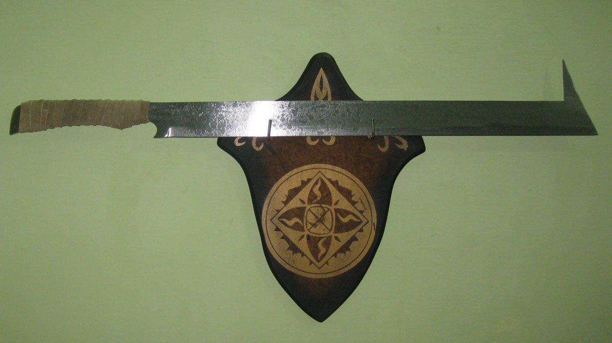 "The Uruk-Hai Scimitar Sword - LOTR 31"" With Wall Plaque"