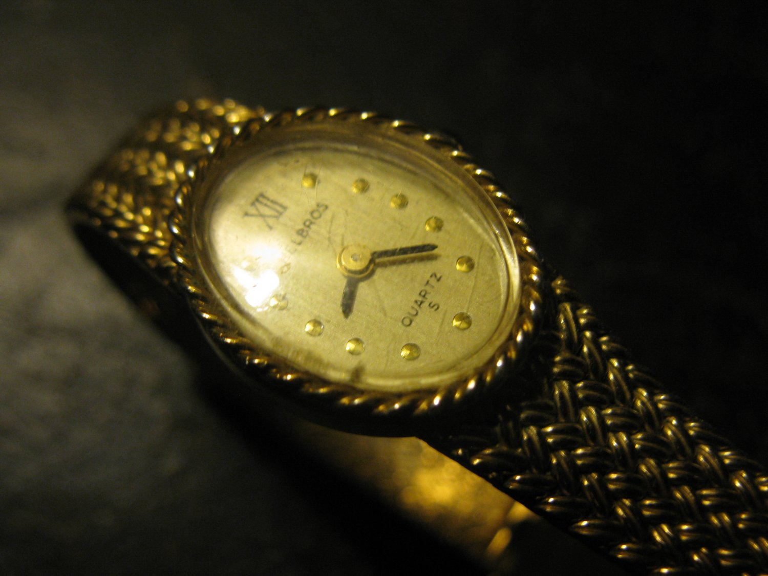 old Helbros Quartz Ladies Wrist Watch - gold Mesh Band