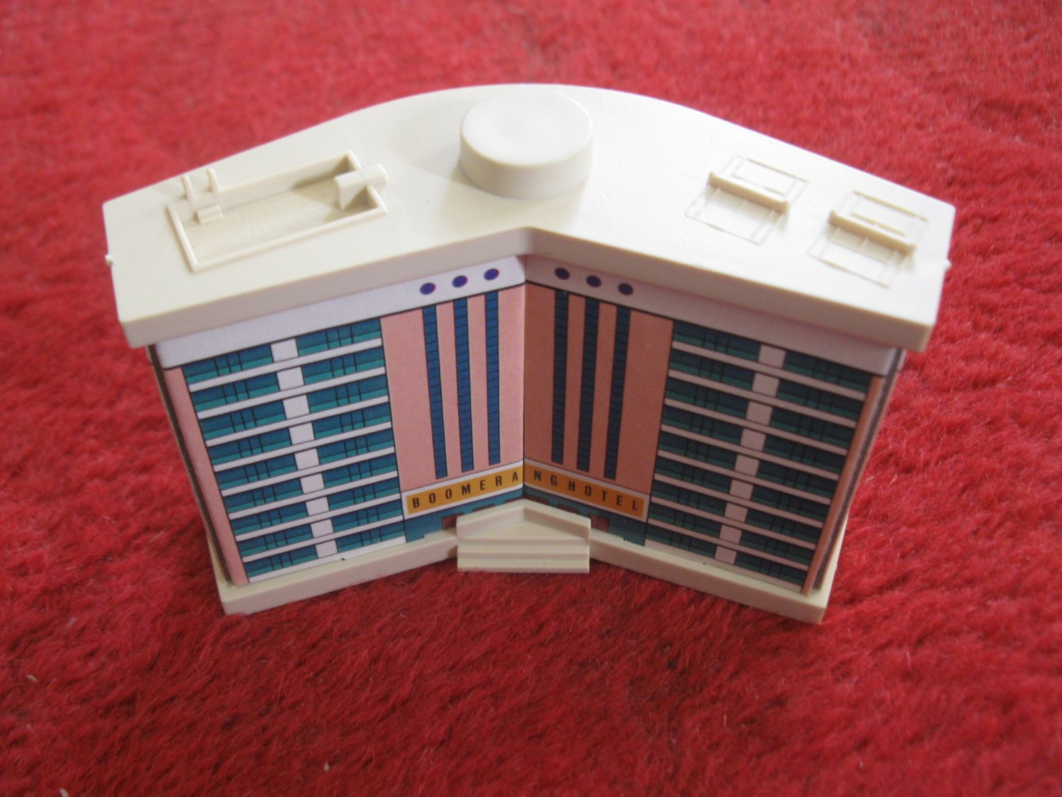 1987 Hotels Board Game Piece: Boomerang Hotel complete Main Building