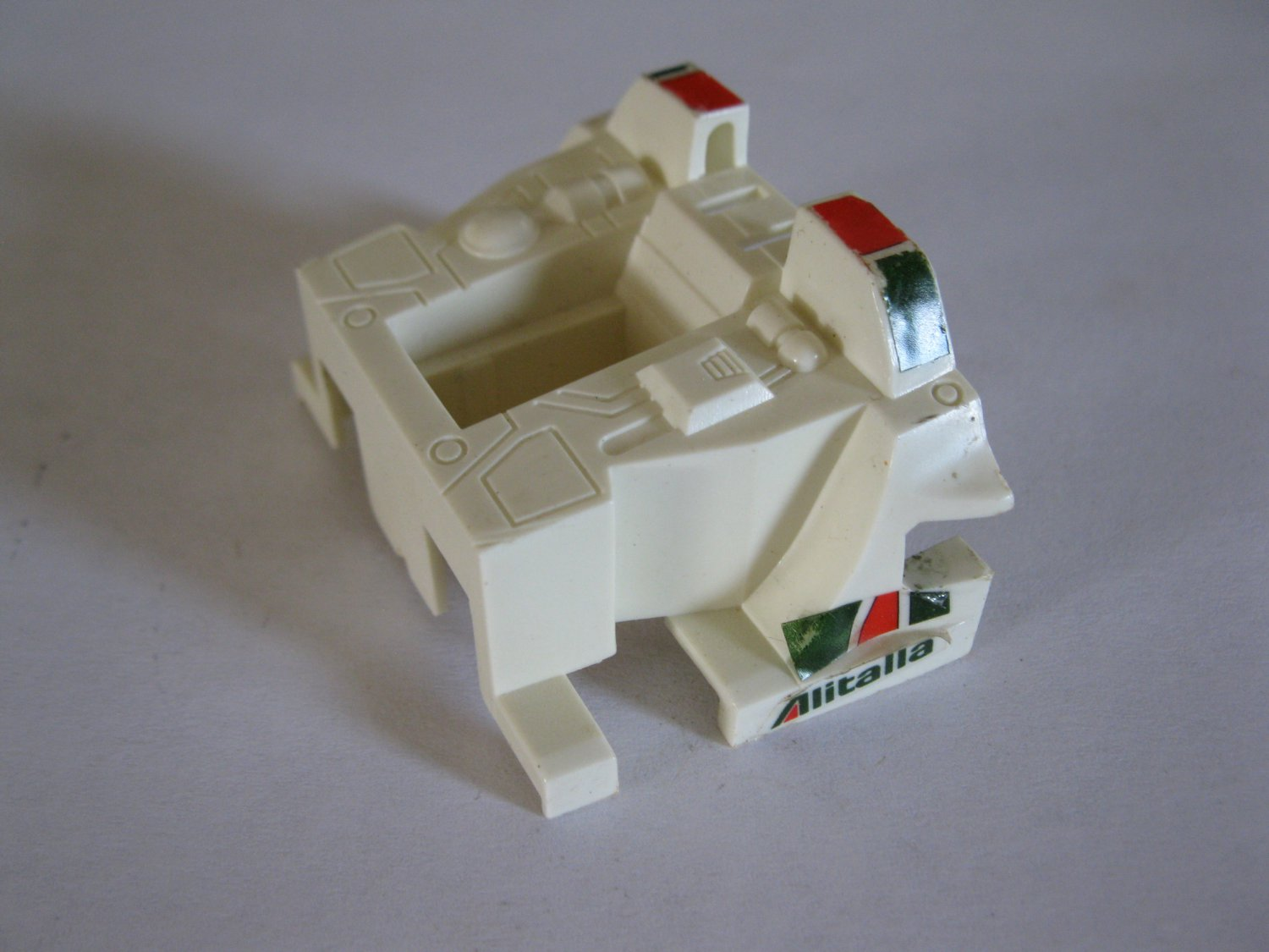 G1 Transformers Action figure part: 1982 Wheeljack - Rear Engine Compartment
