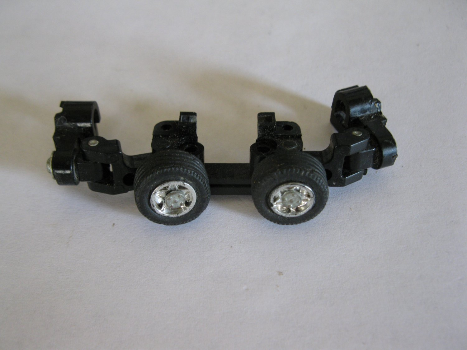 G1 Transformers Action figure part: 1984 Overdrive - Front Wheel Assembly / Shoulders