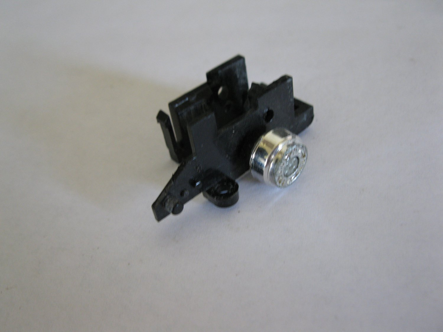 G1 Transformers Action figure part: 1984 Camshaft - Front Right Wheel Hub