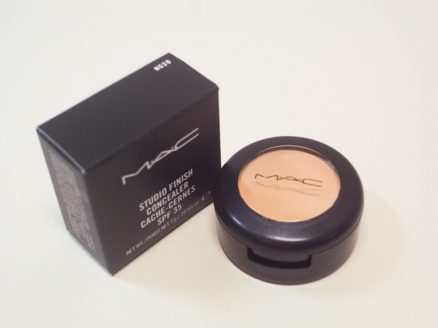 MAC Studio Finish Concealer SPF35 NC20 new in box