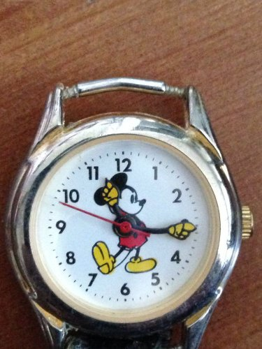 ����MICKEY COLLECTORS HERE YOU GO...VINTAGE PETITE MICKEY MOUSE WATCH!