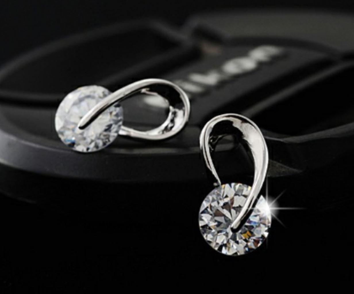 925 Sterling Silver Fashion Silver Earrings for Women Wholesale Retail Silver Silver Stud Earrings